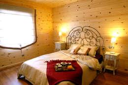 Projekty,  Sypialnia zaprojektowane przez Casas Natura