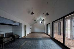 청산도 느린섬 여행학교   슬로푸드 작업장: (주)오우재건축사사무소 OUJAE Architects의  주택