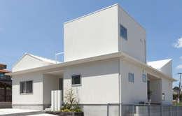 Projekty, nowoczesne Domy zaprojektowane przez イノウエセッケイジムショ