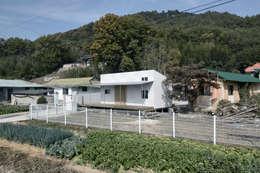 부여 작은집 / Buyeo Small House: lokaldesign의  주택