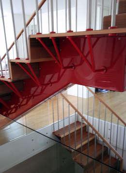 moderner Flur, Diele & Treppenhaus von Emilia Barilli Studio di Architettura