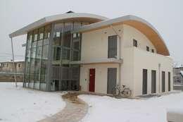 modern Conservatory by Giuseppe Maria Padoan bioarchitetto - casarmonia progetti e servizi