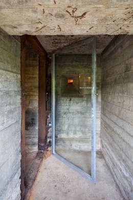 Bunker in Vuren (The Netherlands):  Gang en hal door B-ILD Architects