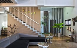 Mr.RAMKUMAR RESIDENCE , UTTRAHALLI, BANGALORE: modern Living room by perspective architects