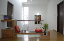 Mr.RAMKUMAR RESIDENCE , UTTRAHALLI, BANGALORE:  Corridor & hallway by perspective architects