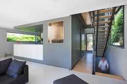 Maison contemporaine en bordure de ville: Maisons de style de style Moderne par OPEN ARCHITECTES