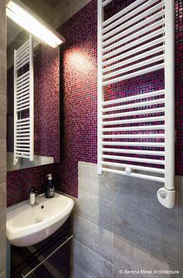 SAINT GERMAIN DES PRES : Salle de bains de style  par Bertina Minel architecture