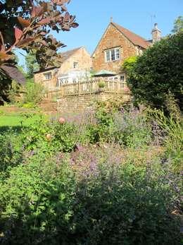 Jardines de estilo rural por Katherine Roper Landscape & Garden Design