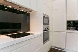 Kitchen: modern Kitchen by Temza design and build