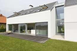 DOM JEDNORODZINNY LUS_1: styl nowoczesne, w kategorii Domy zaprojektowany przez PL.architekci