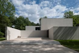 DM Residence: moderne Huizen door CUBYC architects
