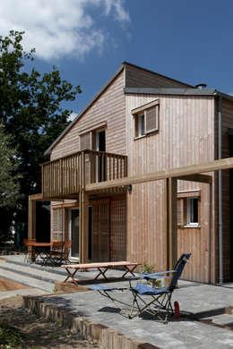 Terrasse & pergola: Maisons de style de style Moderne par Patrice Bideau a.typique
