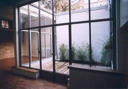 GASTUR PINPON: Salon de style de style Industriel par Martine GANDON BONNIER