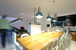 Dom pod Poznaniem: styl , w kategorii Jadalnia zaprojektowany przez Neostudio Architekci