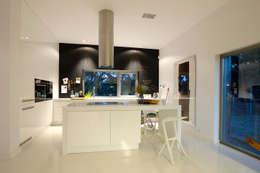 Dom pod Poznaniem: styl , w kategorii Kuchnia zaprojektowany przez Neostudio Architekci