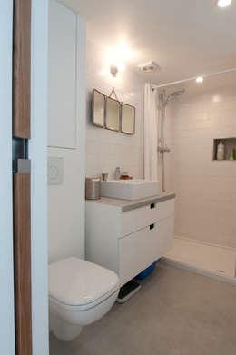 modern Bathroom by phdvarvhitecture