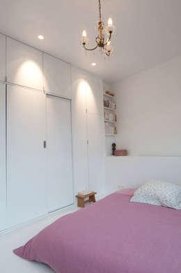 modern Bedroom by phdvarvhitecture