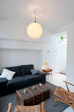 modern Living room by phdvarvhitecture