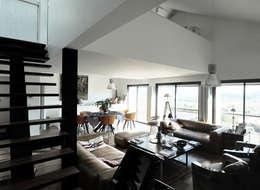 Maison Manet: Salon de style de style Méditerranéen par Tout Va Bien - Stéphane Herpin architecte