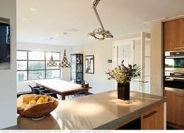 transformatie naar  een ingetogen luxe villa te Heiloo: landelijke Keuken door Heleen Rombout interieurarchitect BNI