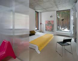 Dom w Józefowie: styl , w kategorii Sypialnia zaprojektowany przez ANONIMOWI ARCHITEKCI