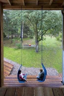 Dom w Czarnowie k/Konstancina: styl , w kategorii Ogród zaprojektowany przez ANONIMOWI ARCHITEKCI
