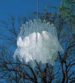 Phòng ăn by Neil Wilkin Bespoke chandeliers & Glass Sculpture