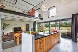 Keuken en vide:   door Architectenbureau Prent BV