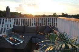 Sfeerfoto dakterras: modern Balkon, veranda & terras door ScottishCrown Dakterrassen