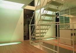 Ruang Keluarga by SOCIUS一級建築士事務所