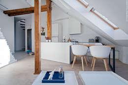 Mieszkanie z pracownią na poddaszu: styl , w kategorii Kuchnia zaprojektowany przez superpozycja architekci