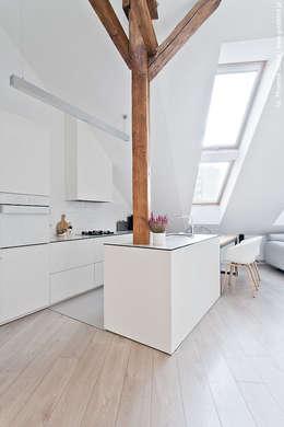 Cocinas de estilo escandinavo de superpozycja architekci