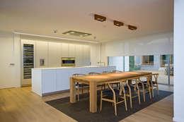 modern Kitchen by Jorge Belloch interiorismo
