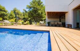 modern Pool by Jorge Belloch interiorismo