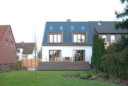 Gartenseite: klassische Häuser von Kirsch Architekten BDA