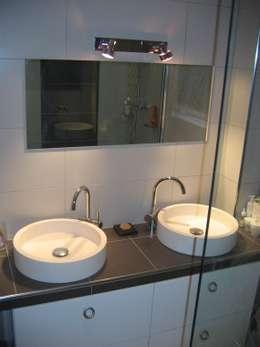 Exemple de realisations: Salle de bains de style  par LA FILATTE