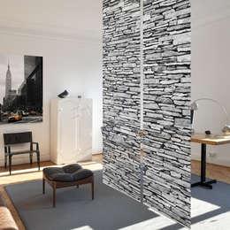 Puertas y ventanas de estilo rústico por Bilderwelten