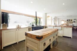 Country Kitchen: country Kitchen by Hart Design and Construction