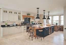 Bespoke Kitchen: classic Kitchen by Reeva Design