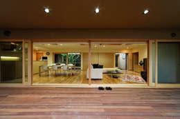 Terrazas de estilo  por 長谷雄聖建築設計事務所