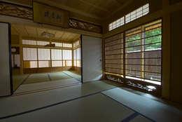 バリアフリー和風住宅/地の家: 森村厚建築設計事務所が手掛けた和室です。