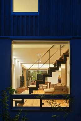Projekty,  Salon zaprojektowane przez ろく設計室