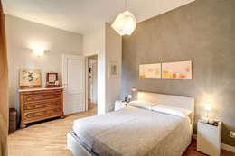 Dormitorios de estilo moderno de MOB ARCHITECTS