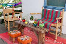 Balcones, porches y terrazas de estilo moderno por CURADORAS