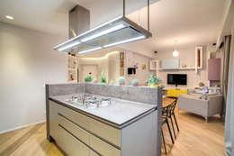 VEGEZIO: Cucina in stile in stile Moderno di MOB ARCHITECTS