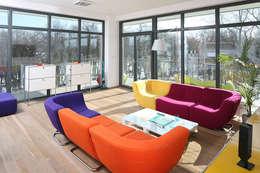 Apartament Helenów: styl , w kategorii Salon zaprojektowany przez REFORM Konrad Grodziński
