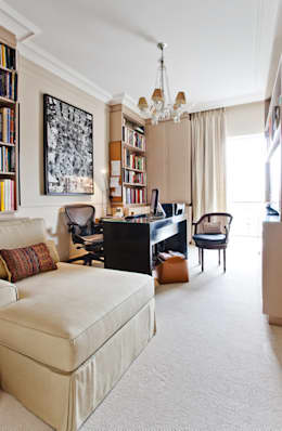 Estudios y oficinas de estilo clásico por Pereira Reade Interiores