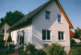 Neubau Einfamilienhaus  in Falkensee bei Berlin: klassische Häuser von ENCON Baugesellschaft mbH