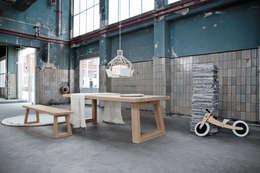 Satori: moderne Eetkamer door Studio Daniel