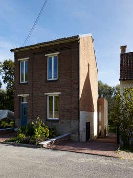 Straatgevel:   door Artesk van Royen Architecten